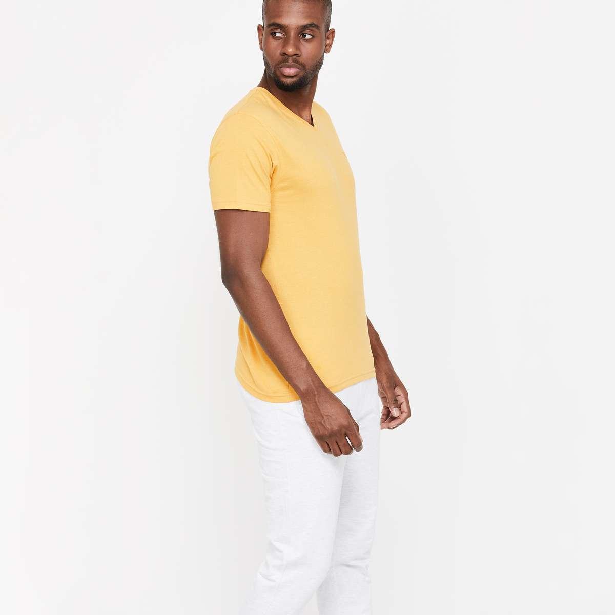 1.FAME FOREVER Solid V-Neck T-shirt